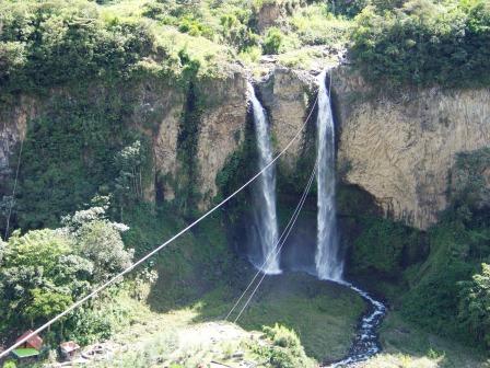 Manto de la Novia Waterfall - Baños Ecuador