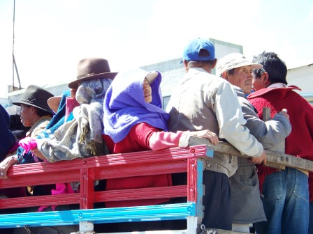 A pick-up transporting many Ecuadorians
