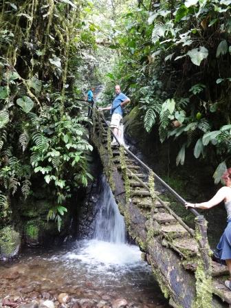 Steps to the Cascada Reina
